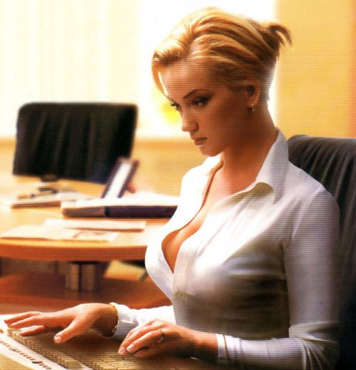 В офисе, на рабочем столе