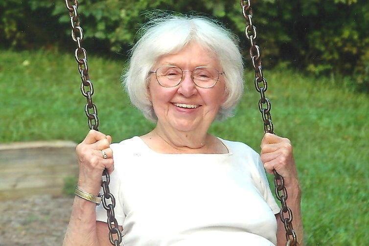 А бабушка так лихо приставала