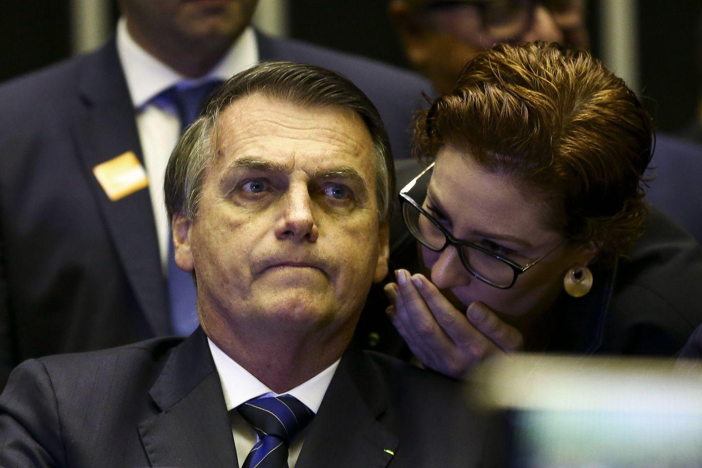 Мобильный телефон бразильского президента Болсонаро взломан, поскольку интрига скандала автомойки