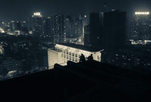 Старуха на крыше